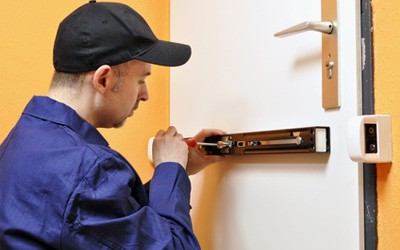 Want To Secure Your Business? 4 Reasons To Go For Commercial Locksmith