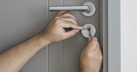Locked Out Of Your Home In Midnight? Get Emergency Locksmith